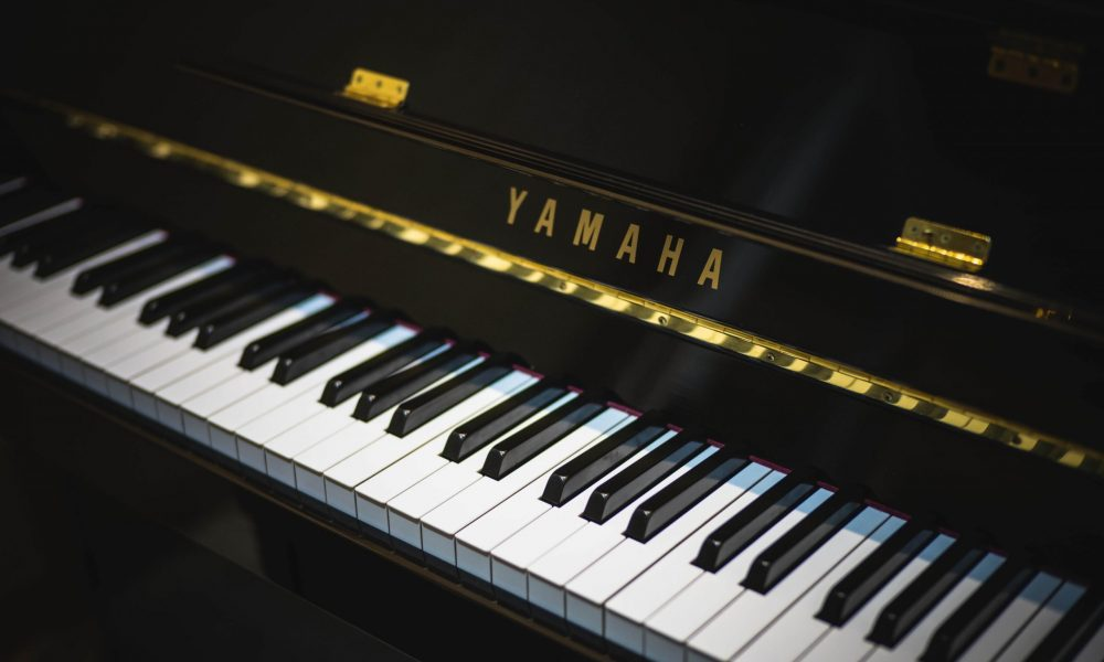 black-yamaha-piano-164743